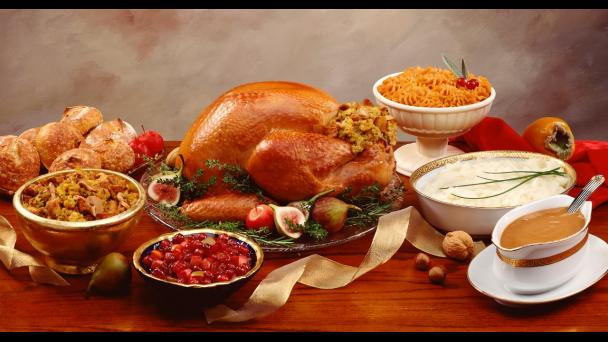 thanksgiving-turkey-dinner-table-2